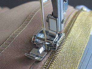 Как заменить молнию в брюках